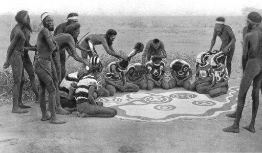 australia-ground-drawing-totemic-ceremony-wollunqua-totem-warramunga-tribe-1900-117895-p